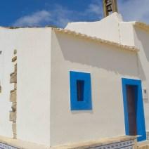 weiß blaue Kirche