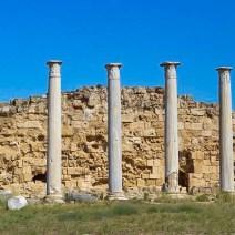 Säulen im antiken Salamis