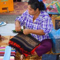 Verkäuferin beim Nachtmarkt Luang Prabang