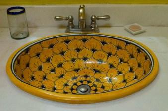 Farbenfrohes Waschbecken im Hotel in Mérida