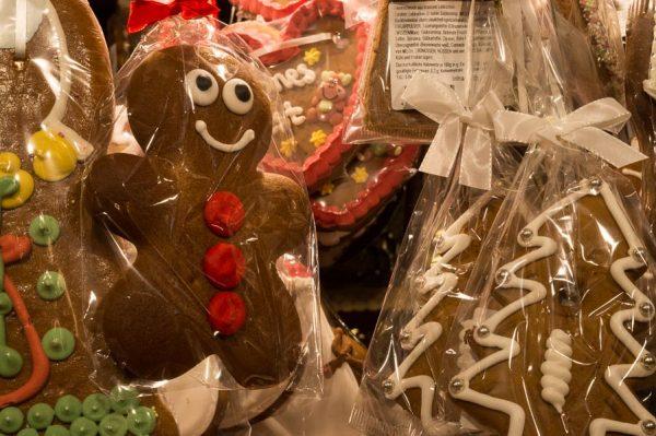 Lebkuchen als Christbaumschmuck zum Essen auf dem Münchner Christkindlmarkt