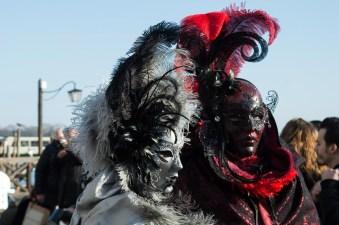 Doppelt schöne Verkleidung im Karneval von Venedig