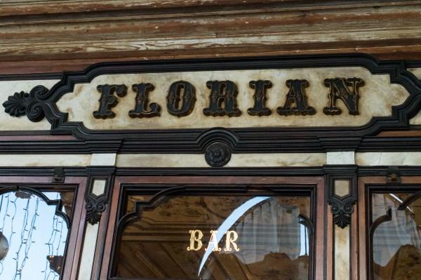 Schild über dem Café Florian Venedig