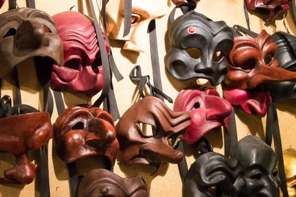 Theatermasken bei Mistero Buffo in Venedig