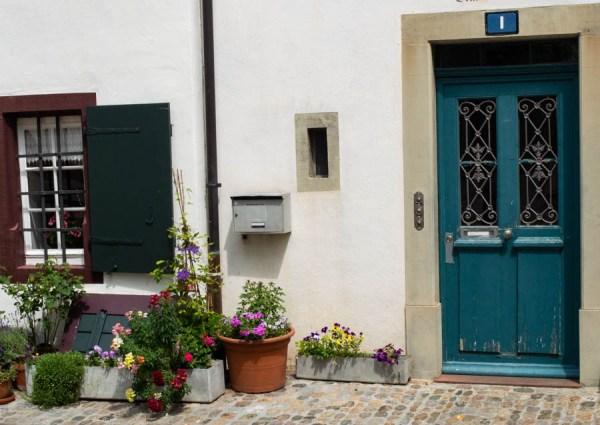 Hauseingang in der Altstadt von Basel