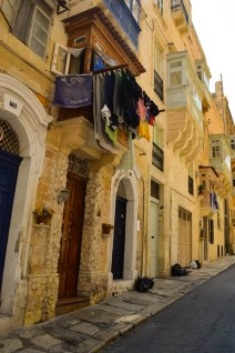 Houses with drying clothes in Valletta