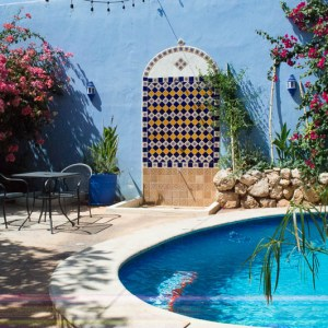 swimming pool in a patio in Mérida