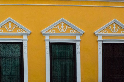 Yellow house front in Mérida