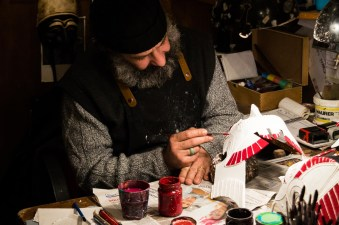 Authentic mask building at Mistero Buffo