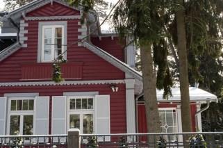 Rotes Holzhaus in Jurmala