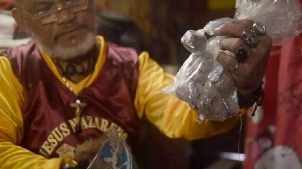 Филипинският магьосник Ангелито Орета призна, че копае гробове и краде от мъртвите