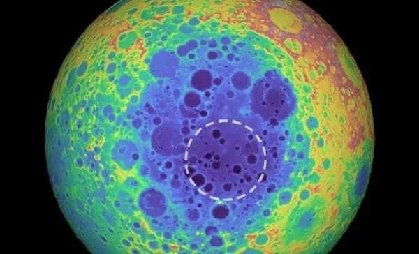 На Луната е открит мистериозен метален обект с огромни размери