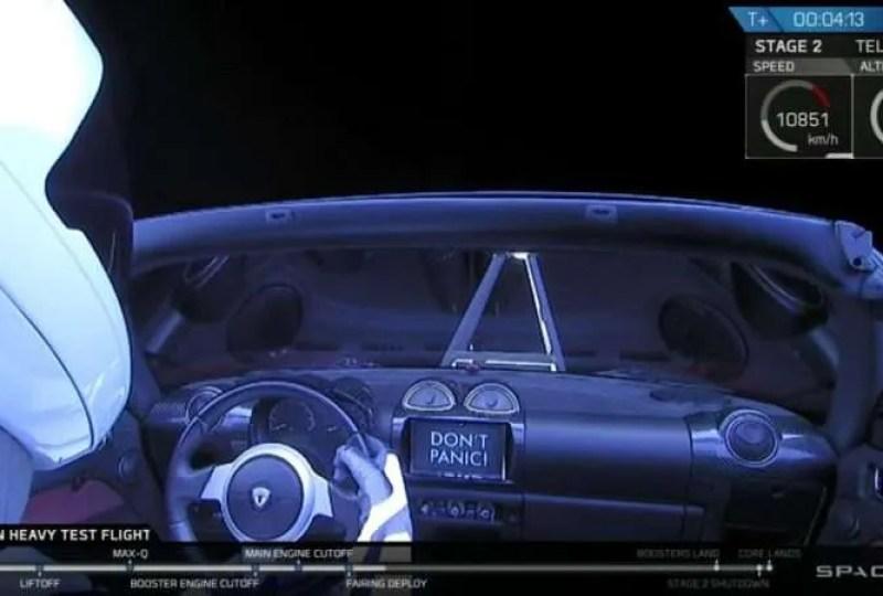 Какво ще се случи с червената Tesla на Мъск, пътуваща в Космоса?
