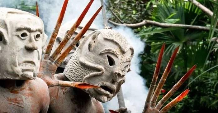 Странните Кални хора от племето Асаро (видео)