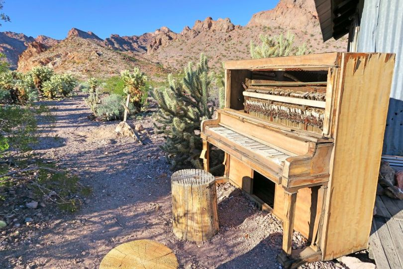 As you can probably tell, there's no way that this piano was left behind like this, in this beautiful scenery!