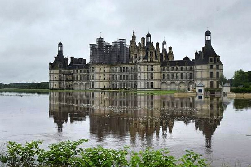 Flooded Château de Chambord (Image taken from www.hotrecentnews.com)