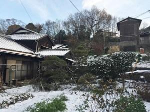 実家の庭も雪景色