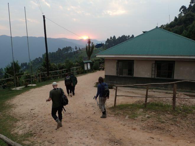 Gorilla-Tracking in Uganda: Aufbruch