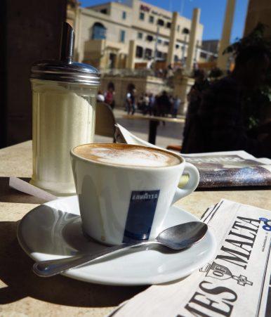 Malta Times mit Kaffee