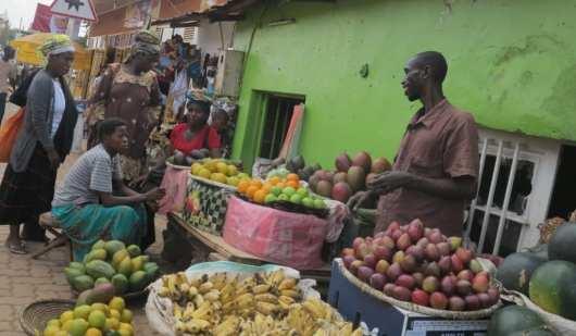 Obstverkäufer in Niyamirambo in Kigali/Ruanda