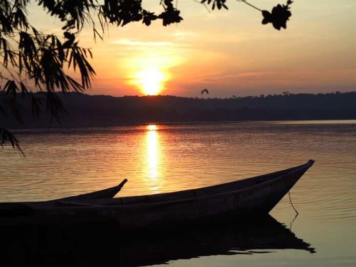 Sonnenuntergang auf Buggala im Victoria-See in Uganda
