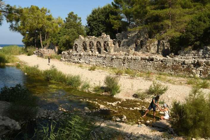 Antike Ruinen am Wasser
