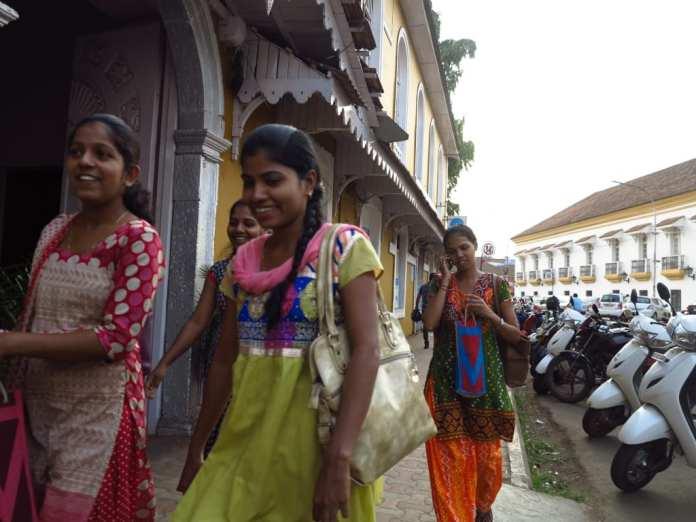 Straßenszene in Panjim in Indien