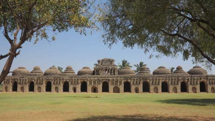 Elefantengaragen in Hampi in Indien