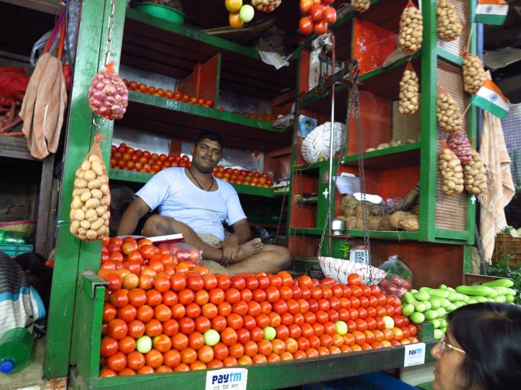 Tomatenhändler im Crawford Market in Mumbai