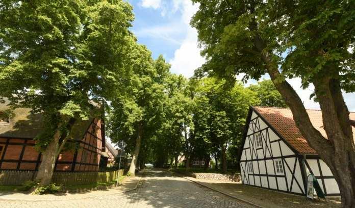 Dorfstraße von Alt Rehse