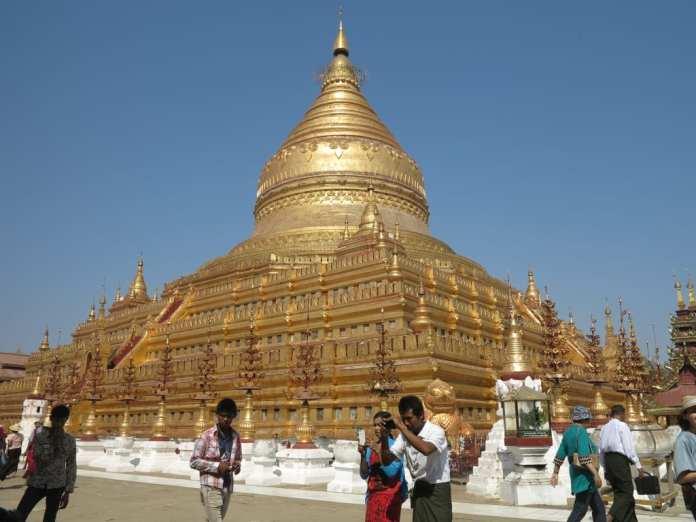 Shwezigon-Pagode in Bagan in Myanmar