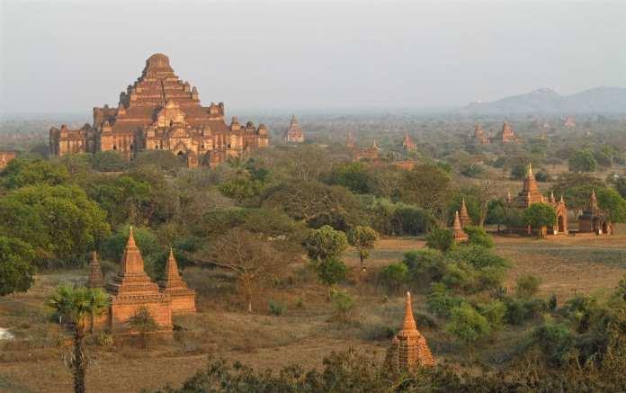 Sonnenuntergang in Bagan in Myanmar