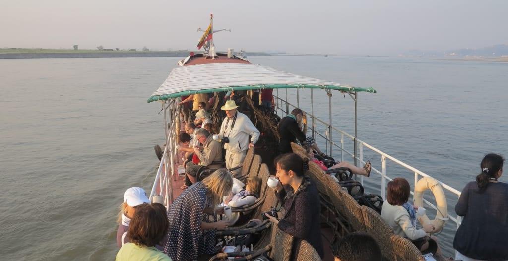 Touristenboot von Mandalay nach Bagan