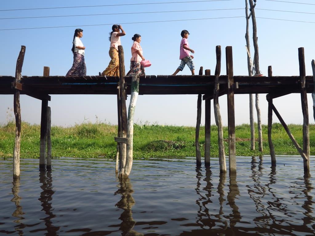 Stegbrücke über den Inle-See in Myanmar