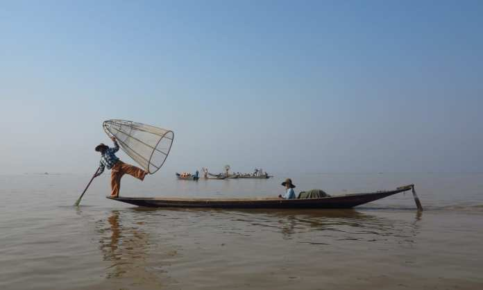 Einbeinruderer im Lake Inle in Myanmar
