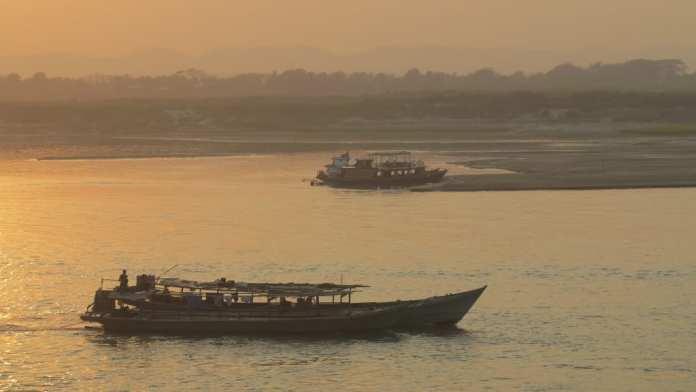 Am Hafen von Mandalay in Myanmar