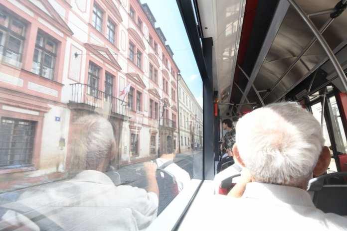 In der Straßenbahn in Prag