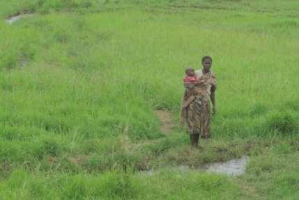 Frau mit Kind in Tansania