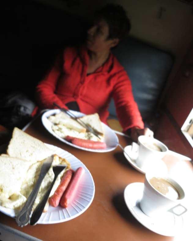 Frühstück im Tazara Train