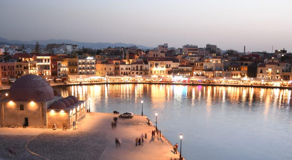 Lichter leuchten am Hafen von Chaniá auf Kreta