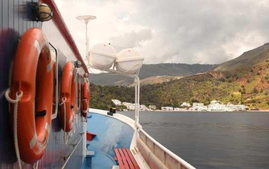 Fähre bei der Anfahrt nach Loutro auf Kreta