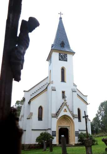 Weié Kirche mit Spitzdach in Zvonková in der südböhmischen Lipno-Region