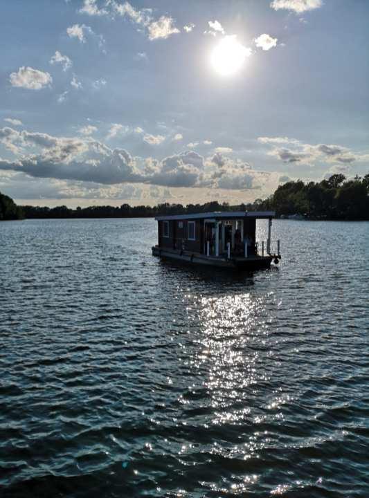 Hausboot auf einem See