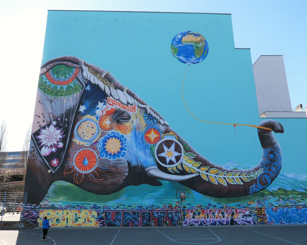 Mural Elefant spielt mit Ballon