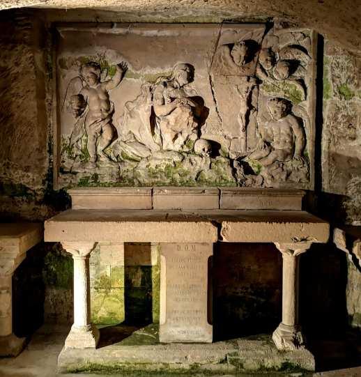 Altar mit Steinmetzarbeiten