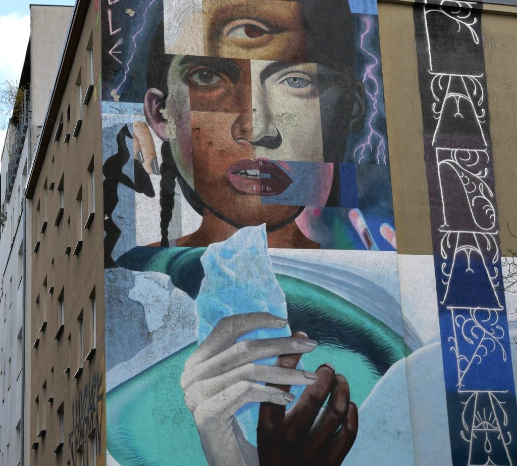 Mural von einer Frau mit drei Augen