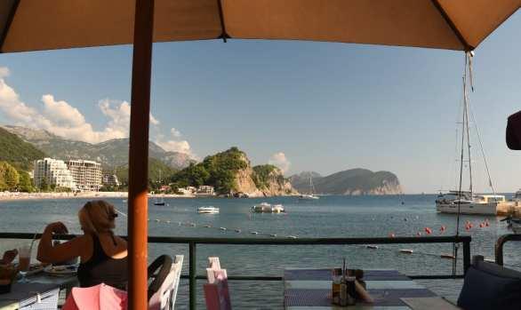 Terrassenrestaurant am Meer