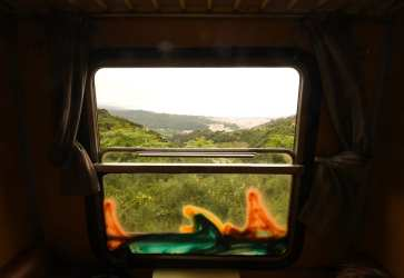Blick aus einem Zugfenster