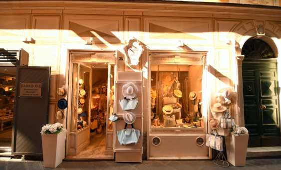Hübsche Boutique mit Hüten