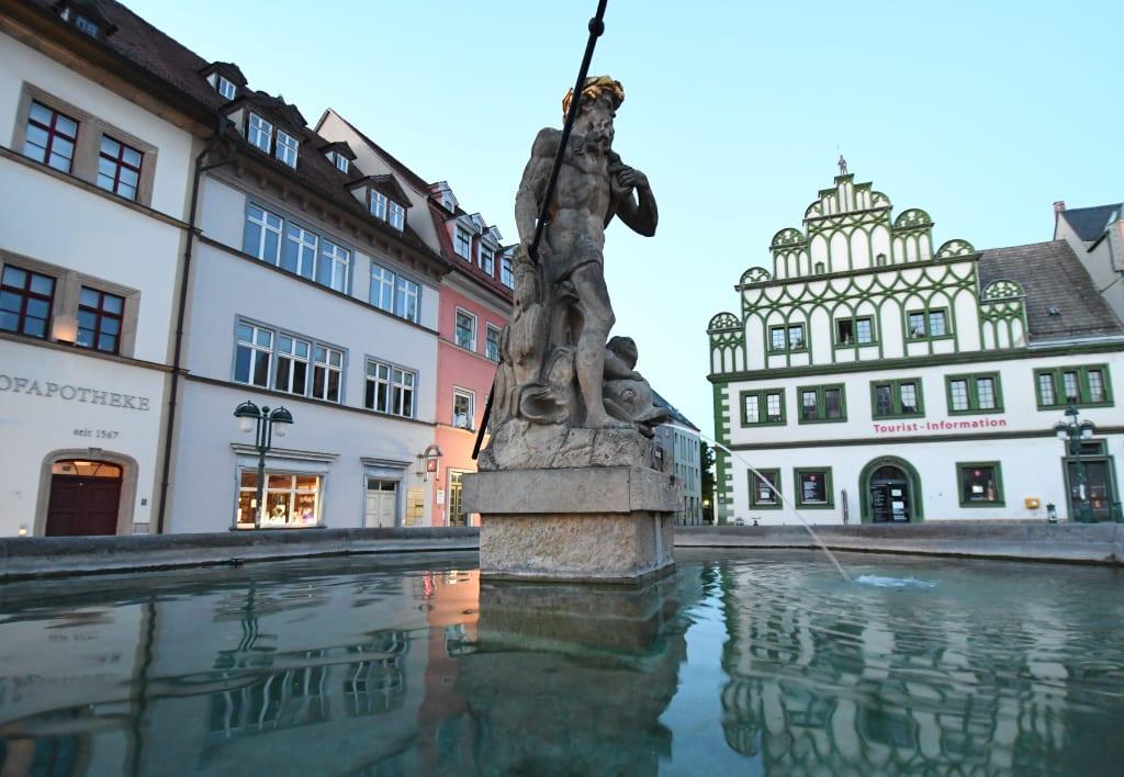 Brunnen auf einem historischen Platz